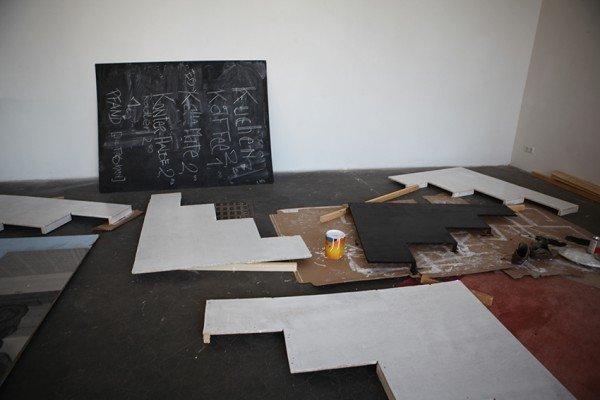 Baustelle in der Akademiegalerie, Aufbau der Ausstellung der Performance Kollektivs, © Stefanie Weigl