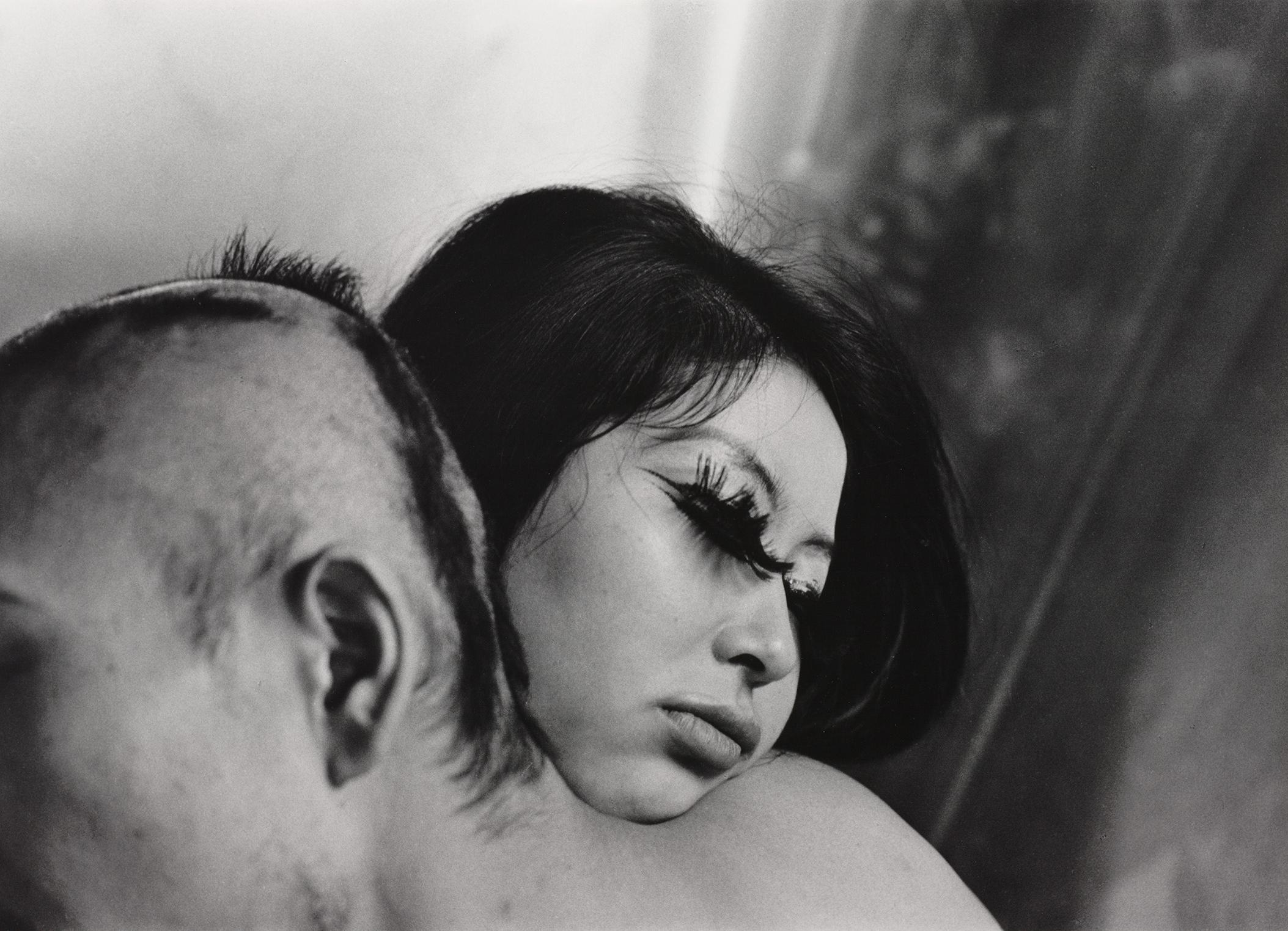Shōmei Tōmatsu, Blood and Rose, Tokyo, 1969, Albertina, Wien – Dauerleihgabe der Österreichischen Ludwig-Stiftung für Kunst und Wissenschaft © Shōmei Tōmatsu Estate, courtesy | PRISKA PASQUER, Köln.