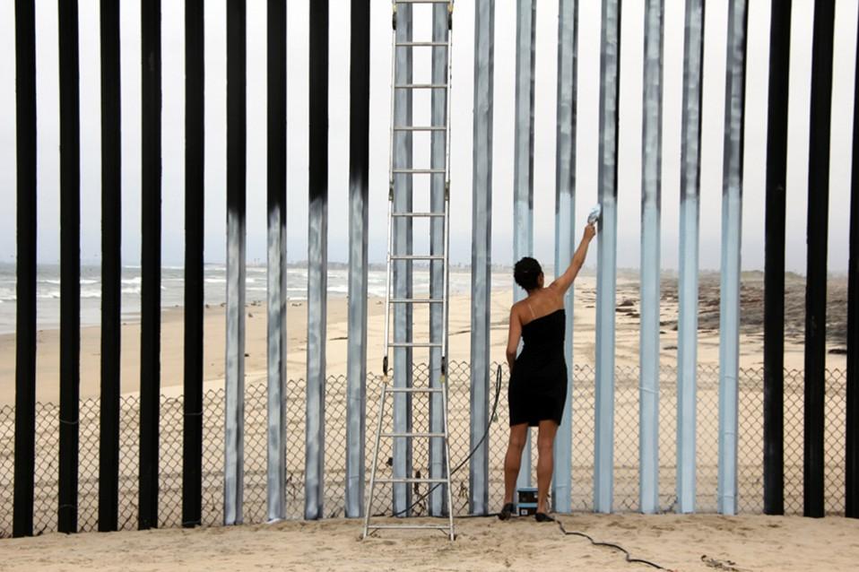 "Ana Teresa Fernandez, Filmausschnitt ""borrando la frontera"", 2015 Courtesy of the artist"