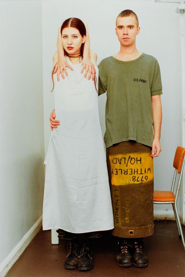 "Bild: Wolfgang Tillmans Suzanne & Lutz, white dress, army skirt, 1993, © Centre Pompidou, MNAM-CCI/Philippe Migeat/Dist. RMN-GP"""
