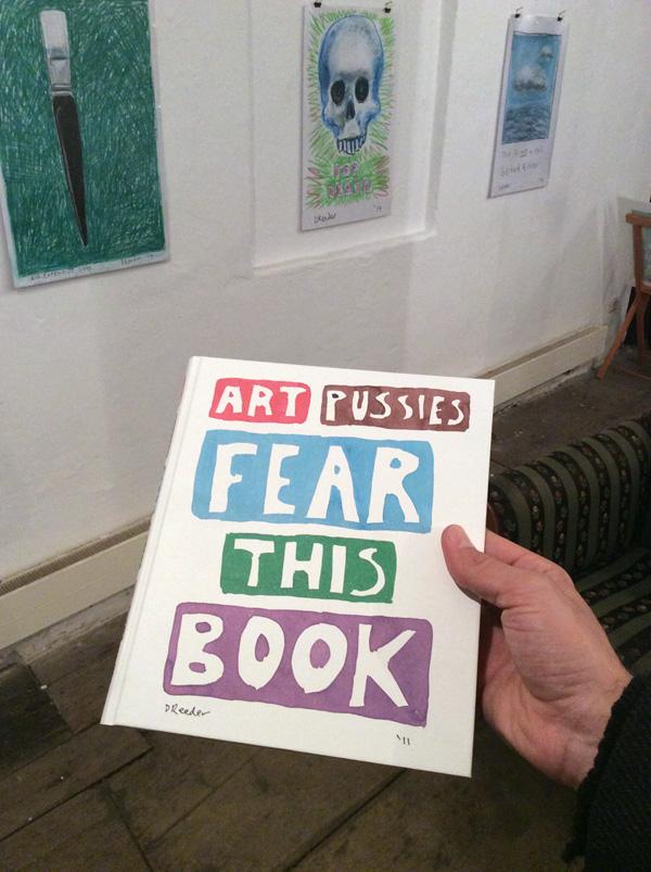 """""""Art Pussies fear this book"""", erschienen im Verlag für Moderne Kunst, Nürnberg, 2012"""
