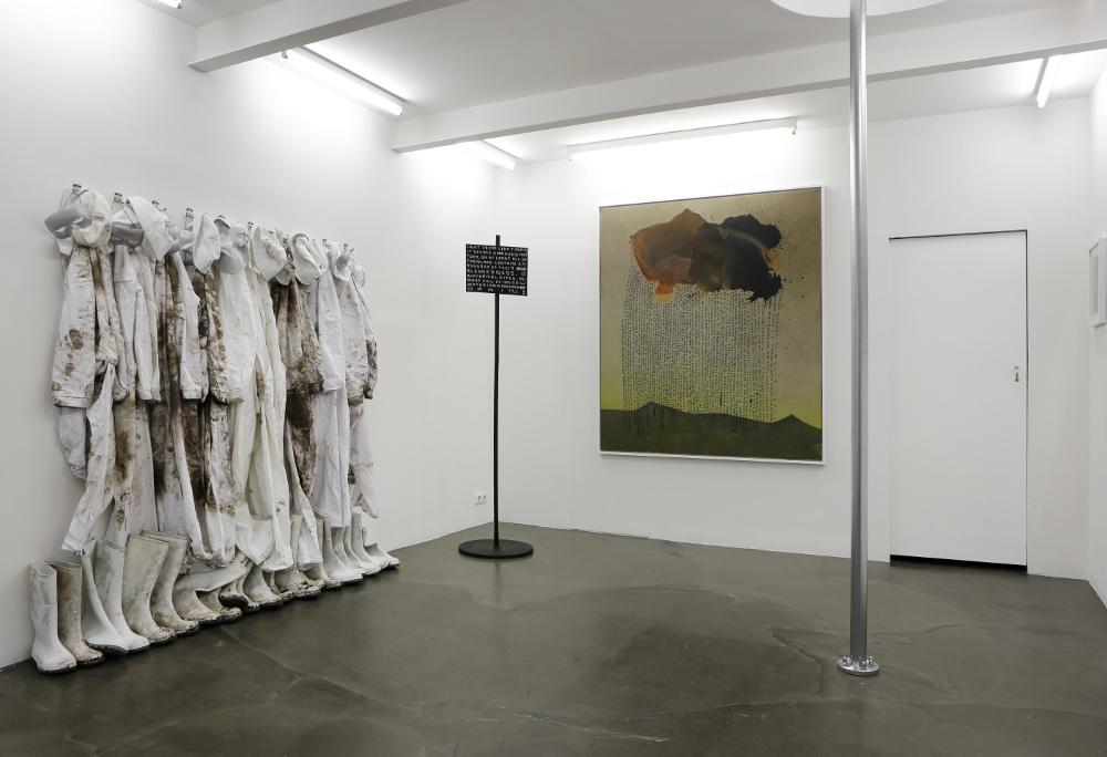 """Galerie Kai Erdmann: Ausstellungsansicht: Thomas Zipp """"RRR. (METHOD OF AVERAGE ERROR)"""" 05.2015; Courtesy Galerie Kai Erdmann und der Künstler"""