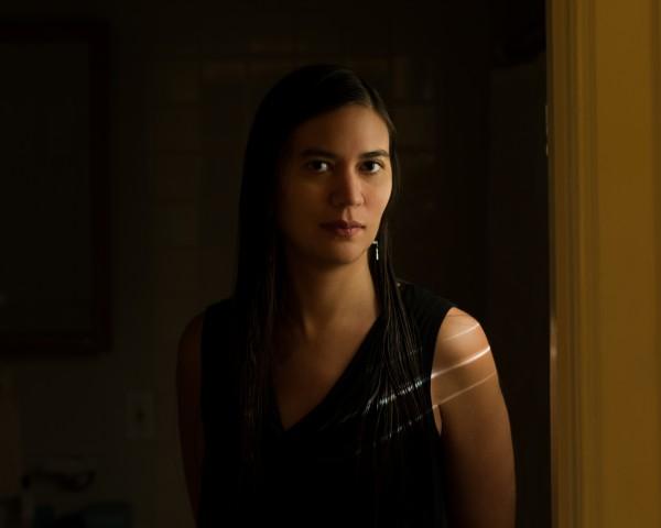 """""""Es ist ihr Zuhause, ihr Badezimmer, eine so alltägliche und normale Szenerie und dadurch so intim."""" – Lily in her Bathroom © Michael Osei-Ampadu"""