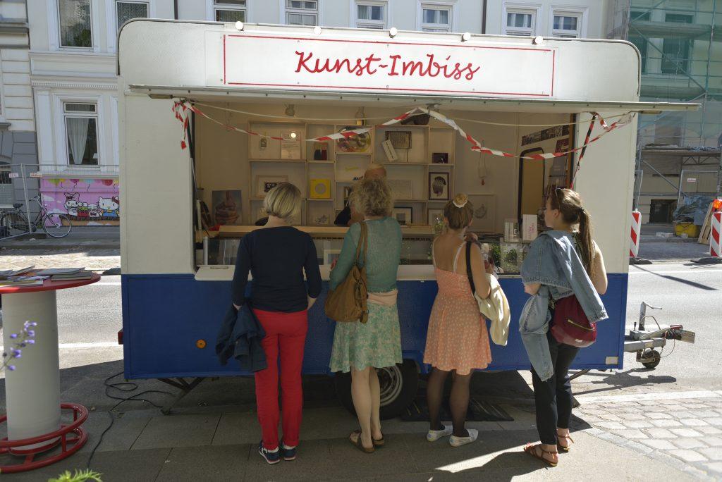 Der Kunst-Imbiss fährt wieder durch Hamburg.