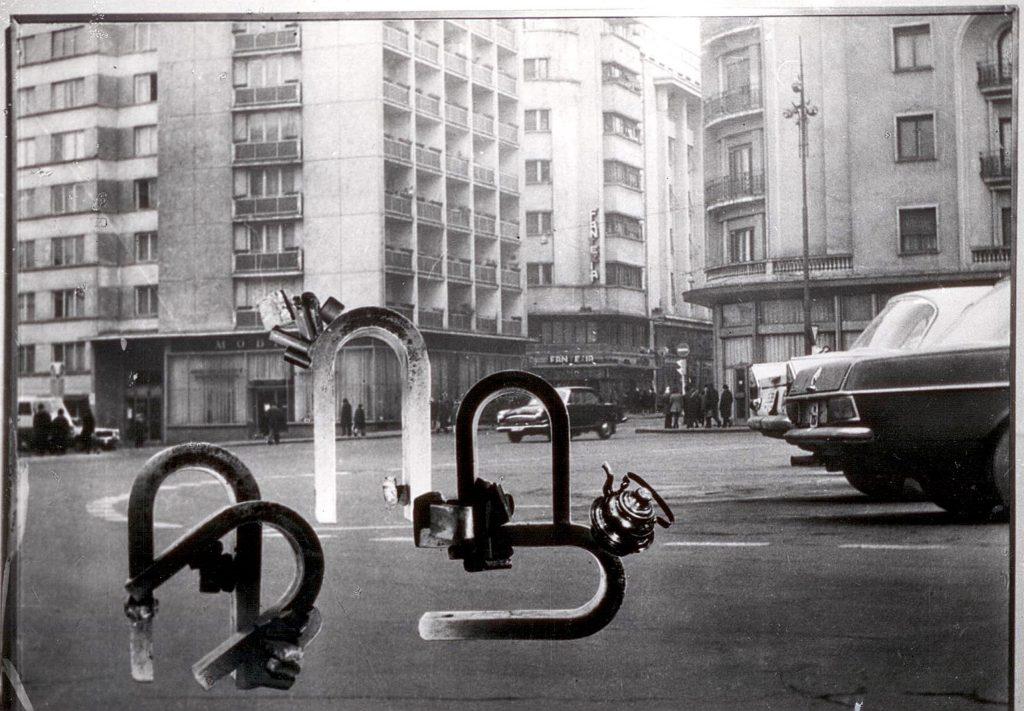 Geta Brătescu: Magneți în oraș [Magnete in der Stadt], 1974, Fotomontage, 51,5 x 72,5 cm, Collection of MNAC - National Museum of Contemporary Art, Bucharest, Courtesy of the artist and Ivan Gallery Bucharest, Foto: Ștefan Sava.