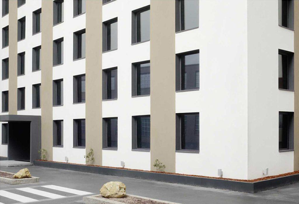 Oliver Boberg: Gewerbegebäude, 2012, 128x176cm, Lambdaprint