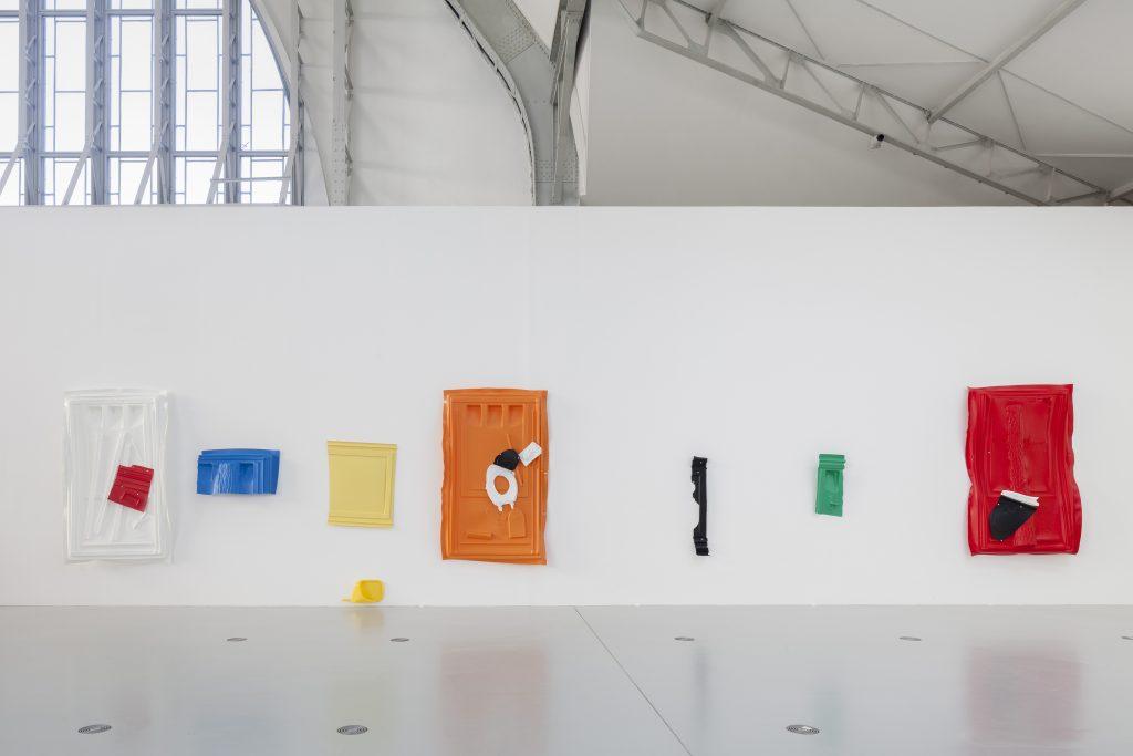 Andreas Slominski – DAS Ü DES TÜRHÜTERS (Detail), Installation in der Halle für aktuelle Kunst der Deichtorhallen Hamburg, Foto: Henning Rogge / Deichtorhallen Hamburg.