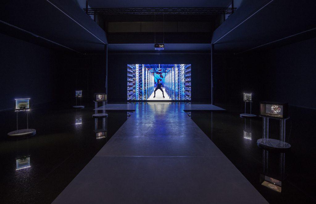 Cécile B. Evans, What the Heart Wants, 2016, Videostill, © Cécile B. Evans/Andres Parody; Barbara Seiler, Zürich; Galerie Emanuel Layr, Wien.