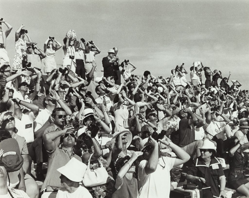 "N.A.S.A. ""Spectators during Saturn V-Apollo 15 liftoff"", Schätzpreis: € 500, Auktion 271 Los 1525 © NASA."