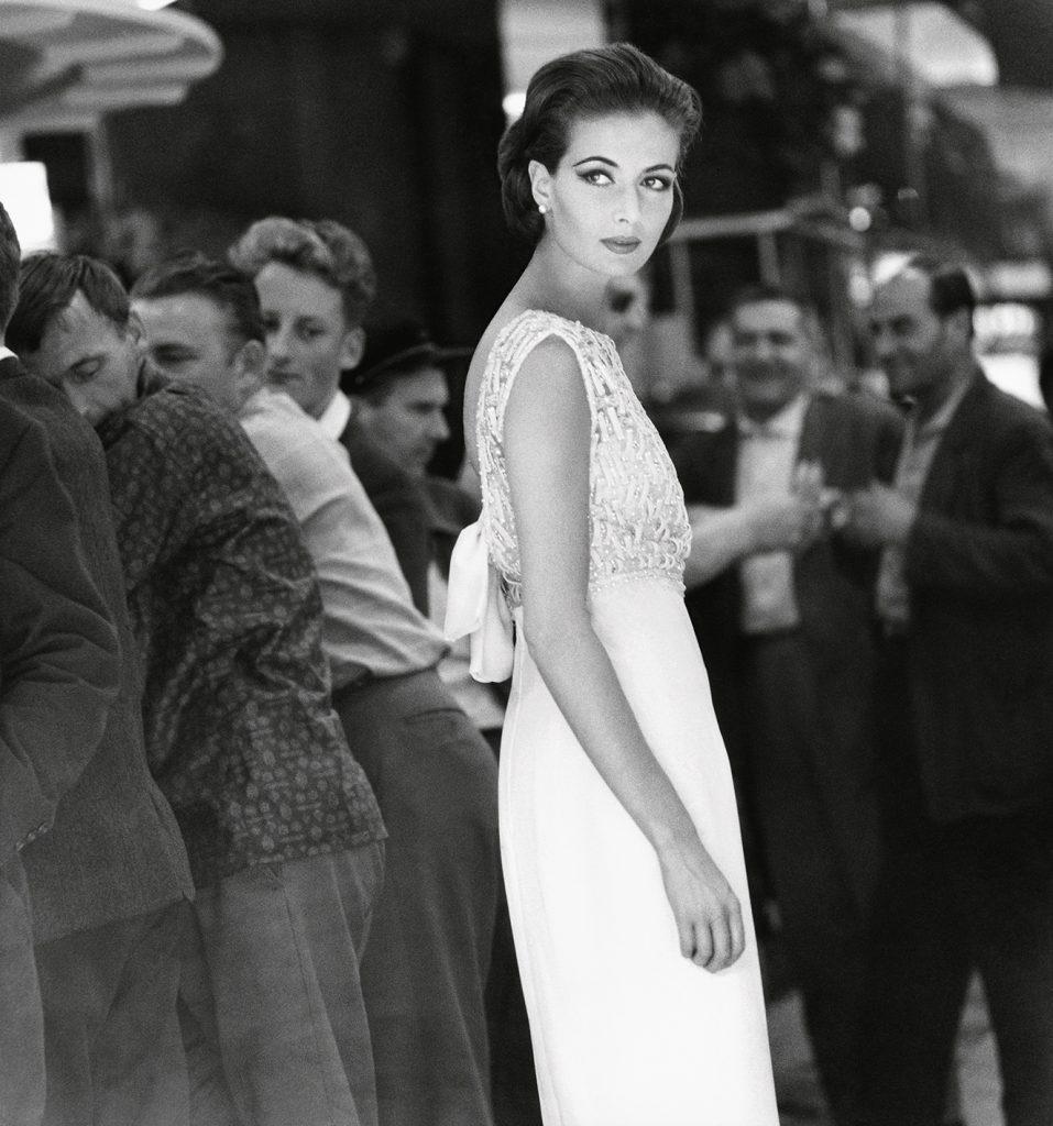 F.C. Gundlach: Gitta Schilling, Kleid von Jean Patou, Paris 1962.