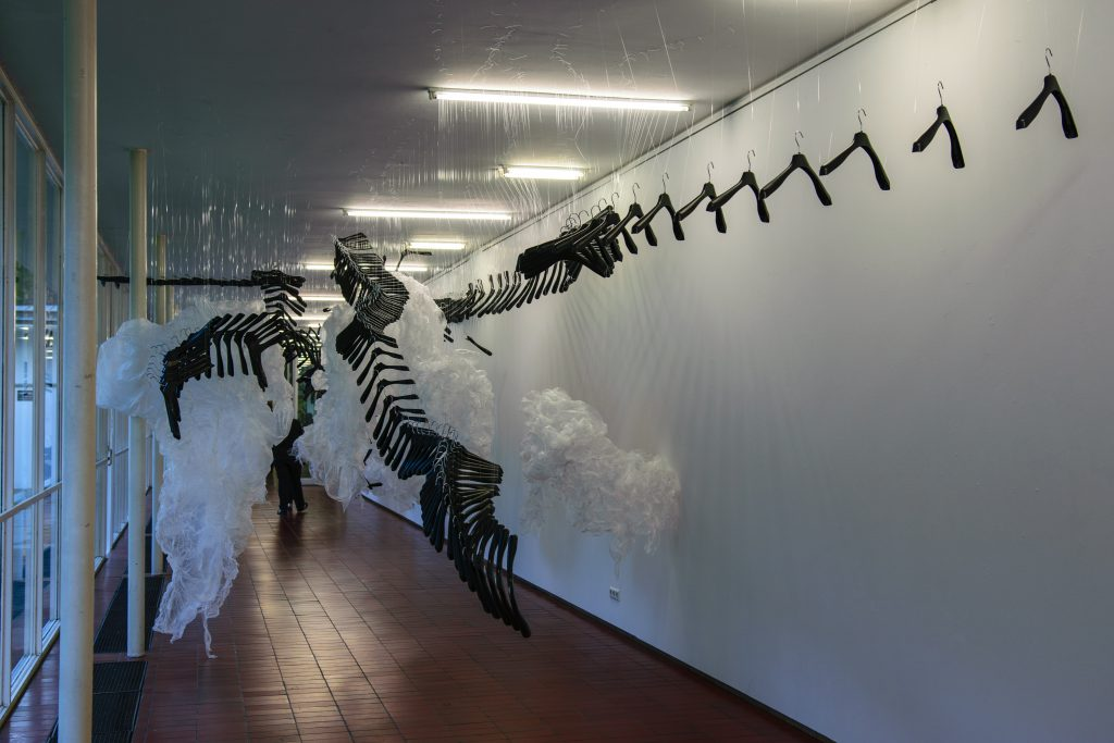 Angelika Huber und Elisabeth Thallauer: This ist not a fairy tale, Installation, Foto: © Valentin Liedtke