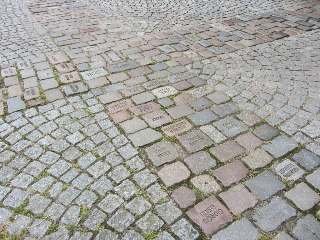 Tom Fecht: Namen und Steine, 1994