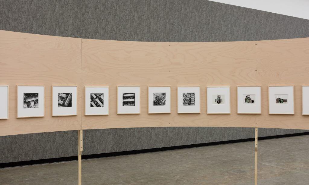 © Stephan Wyckoff: Susanne Kriemann, One Time One Million, 2006–2009, Courtesy die Künstlerin und Wilfried Lentz, Rotterdam, Ausstellungsansicht: Beton, Kunsthalle Wien 2016, Foto: