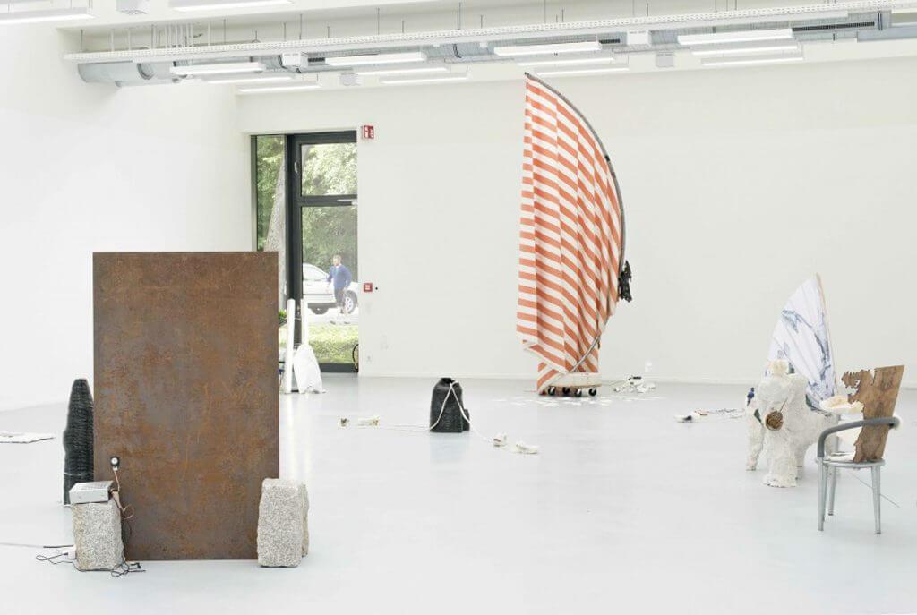 """""""Entering the Flow"""", AdBK Nürnberg, kuratiert von Simone Neuenschwander und Judith Grobe im Rahmen der Jahresausstellung, Foto: Thomas Bergner"""