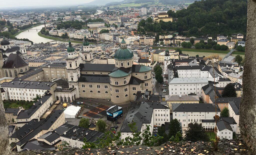 Blick von der Festung auf das verregnete Salzburg
