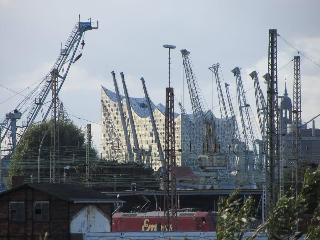 Die Elbphilharmonie von Wilhelmsburg aus gesehen