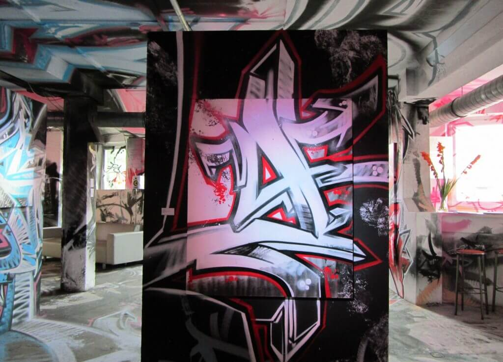 Ausstellungsansicht Darco FBI niveau supérieur in der OZM Gallery