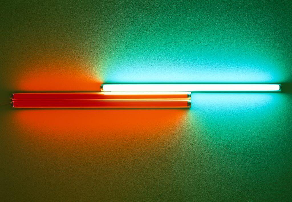 Dan Flavin: 4' red, red, green fluorescent light (for Konrad Fischer), 1968Leuchtröhre mit ZertifikatObjektmaß: 17 x 184 x 9 cmFoto: Markus Meyer © Estate of Dan Flavin / VG Bild-Kunst, Bonn 2016 Printfähige Abb.: vorhanden  Foto: Markus Meyer Copyright: VG Bild-Kunst, Bonn