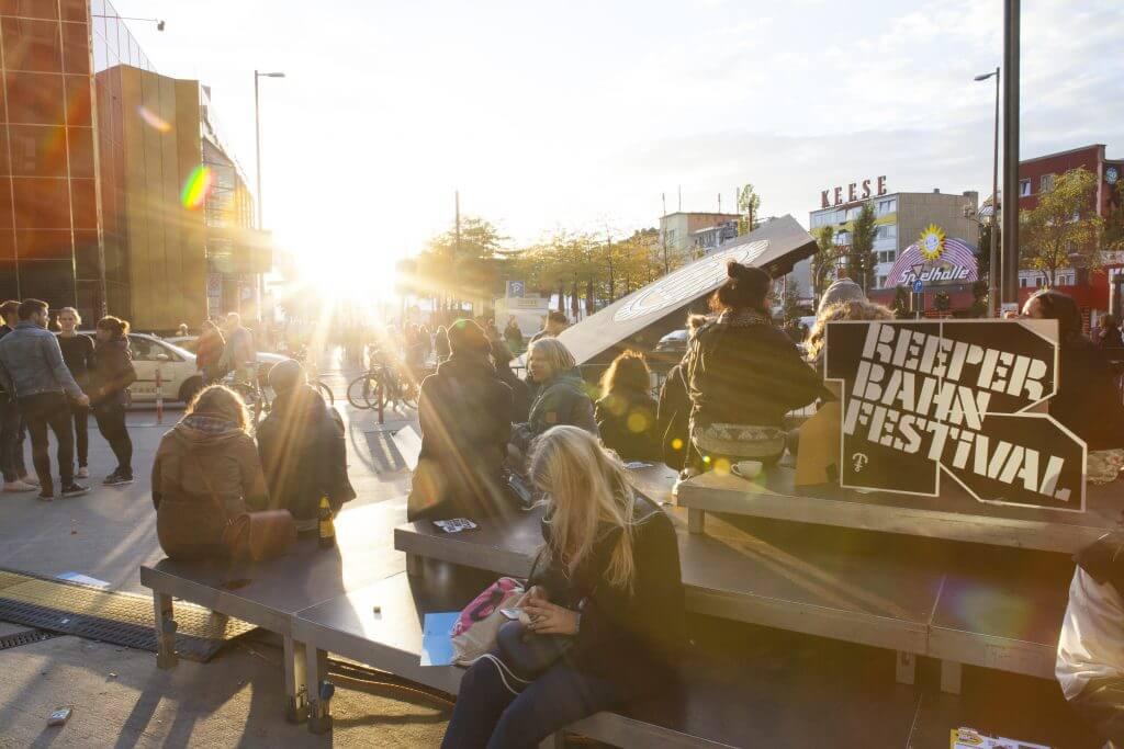 entspanntes Festivalfeeling auf dem Spielbudenplatz Foto: Lisa Meinen