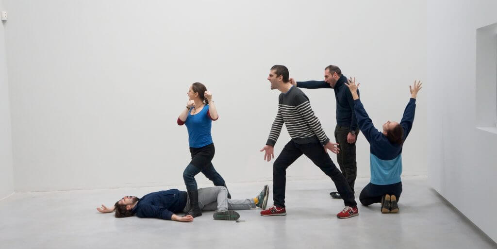 Alexandra Pirici und Manuel Pelmuş: Inszenierung von Pablo Picassos Guernica