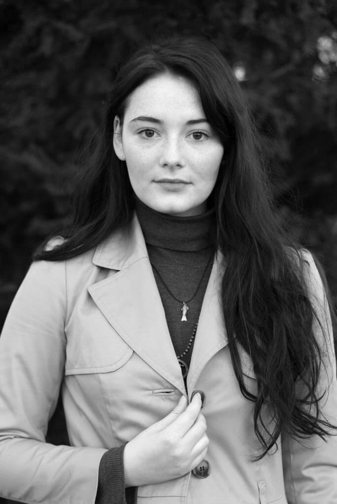 """Joerg Lipskoch: Maria Ehrich, 2016, aus aus der Serie """"Menschen des 21. Jahrhunderts"""", seit 2013, Monitorpräsentation digitaler Fotografien, Courtesy der Künstler"""
