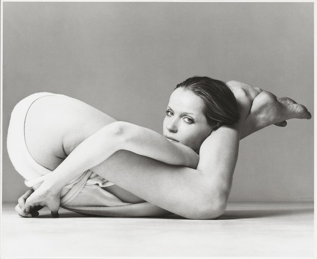 Richard Avedon, Verushka, Wrap by Giorgio de Sant'Angelo, New York. 1972 © The Richard Avedon Foundation.