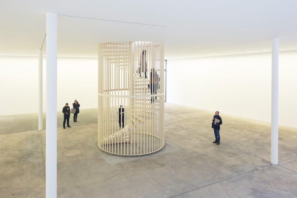 Hanne Lippard, Flesh, 2016, Installationsansicht KW Institute for Contemporary Art, Courtesy die Künstlerin und LambdaLambdaLambda, Prishtina, Foto: Frank Sperling