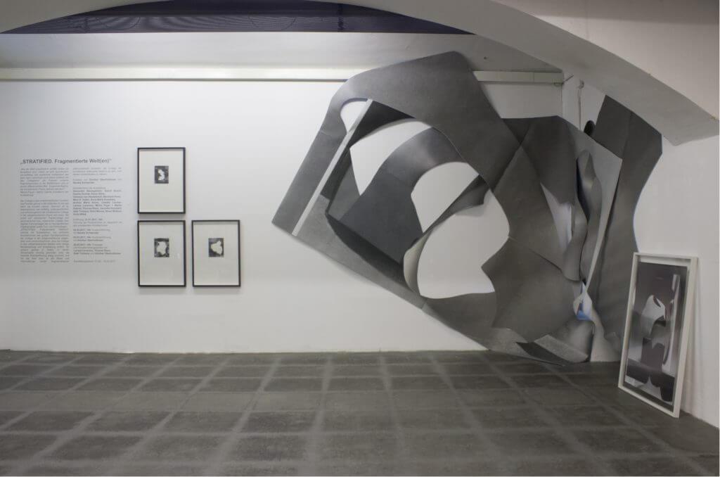 Anita Witek, About Life, Installation aus Plakatpapier, 2016, © das weisse haus