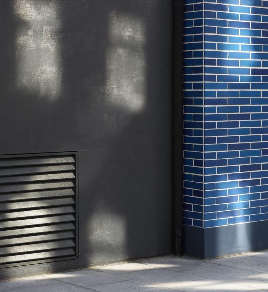 """Oliver Boberg, """"Schatten 8"""" (Seitengasse), Ed. 5, 2016, 54,5 x 50 cm auf 80,5 x 76 cm Archival Pigment Druck"""
