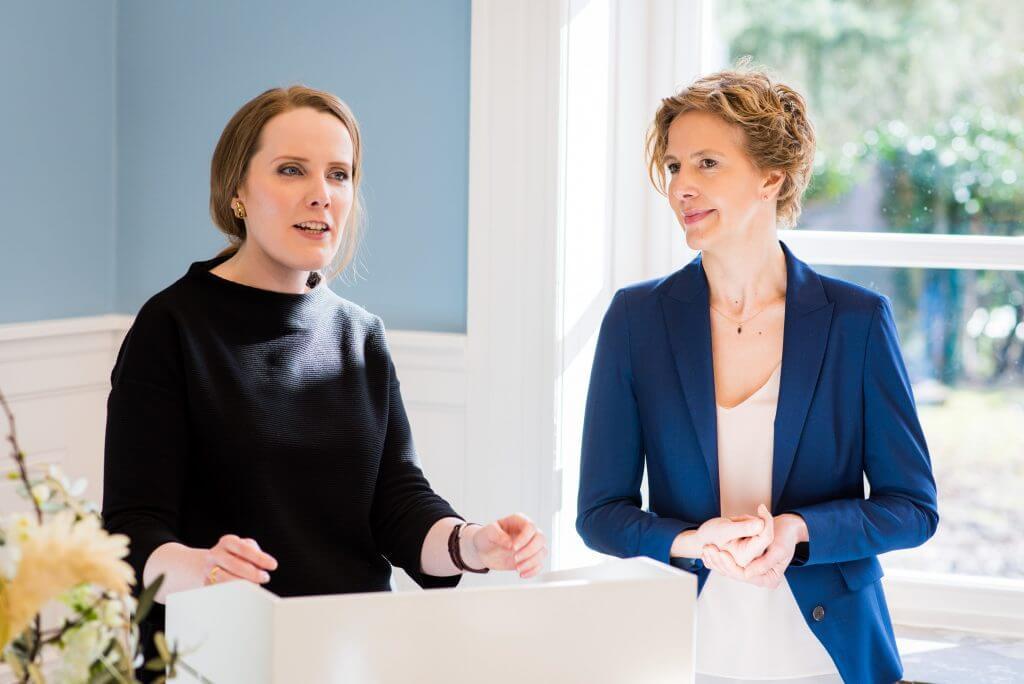 Florentine Gallwas und Nicole Krapat bei der Eröffnung des Dokumentationszentrums © Hanne Darboven Stiftung, Hamburg/ VG Bild-Kunst Bonn 2017/ Foto: Bertold Fabricius