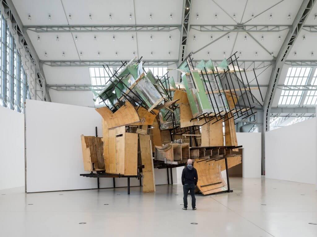 Installation von Peter Buggenhout in der Ausstellung ELBPHILHRMONIE REVISITED. Foto: Henning Rogge/Deichtorhallen Hamburg