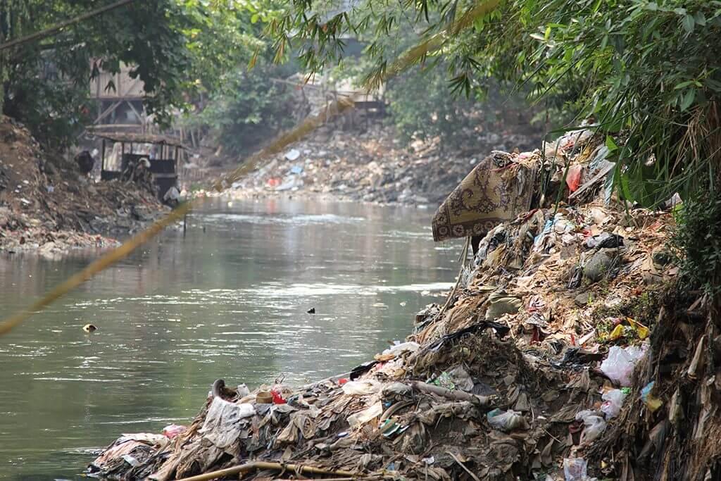 Der Ciliwung River im Bereich des Viertels Kampung Bukit Duri, Jakarta, Indonesien, 2011, Foto / Photo: © Jörg Rekittke.