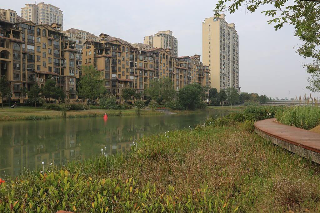 Wassergeprägte Stadtlandschaft entlang des Chuanzi-Flusses nach der Umsetzung des Projekts, 2016, Foto / Photo: © Lothar Fuchs.