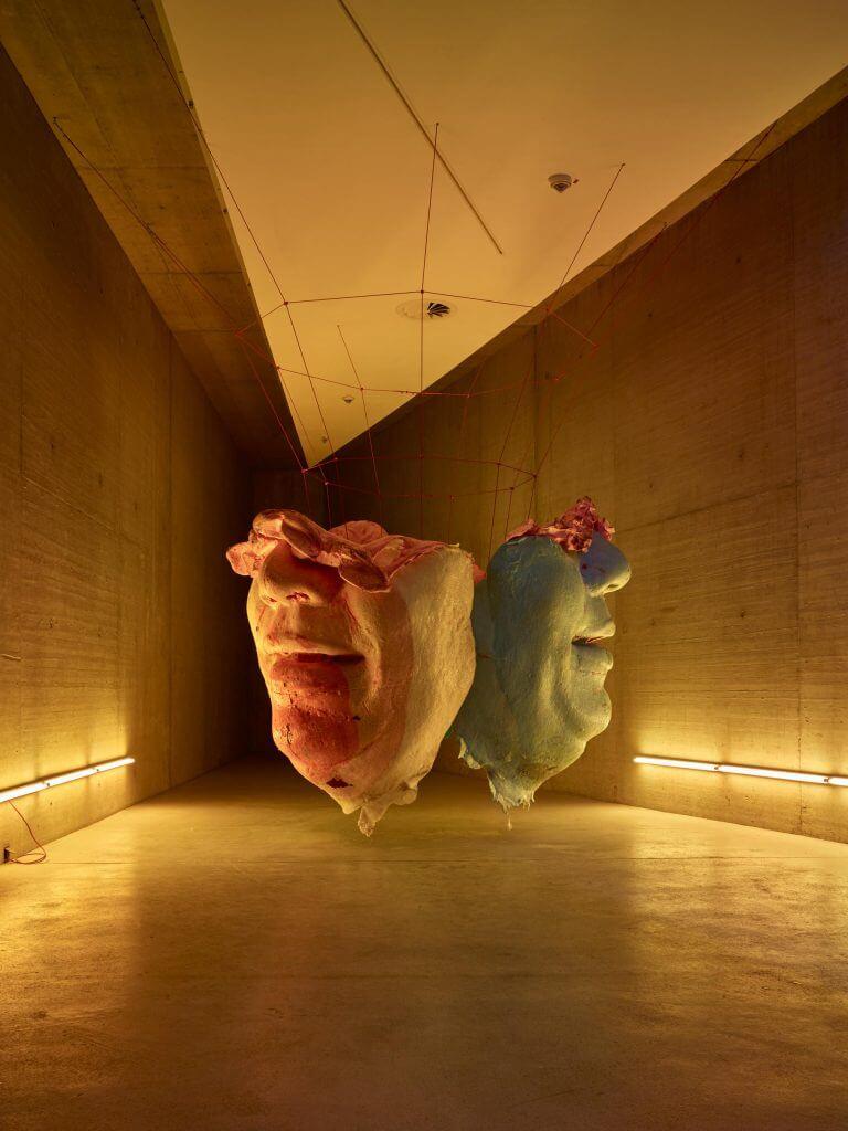 """Malte Bruns: """"Hale-Bopp - Endgegner"""", 2017, Polyurethanschaum, Holz, Draht, Glasfaser,Epoxydharz, 250 x 270 x 270 cm. © Malte Bruns"""