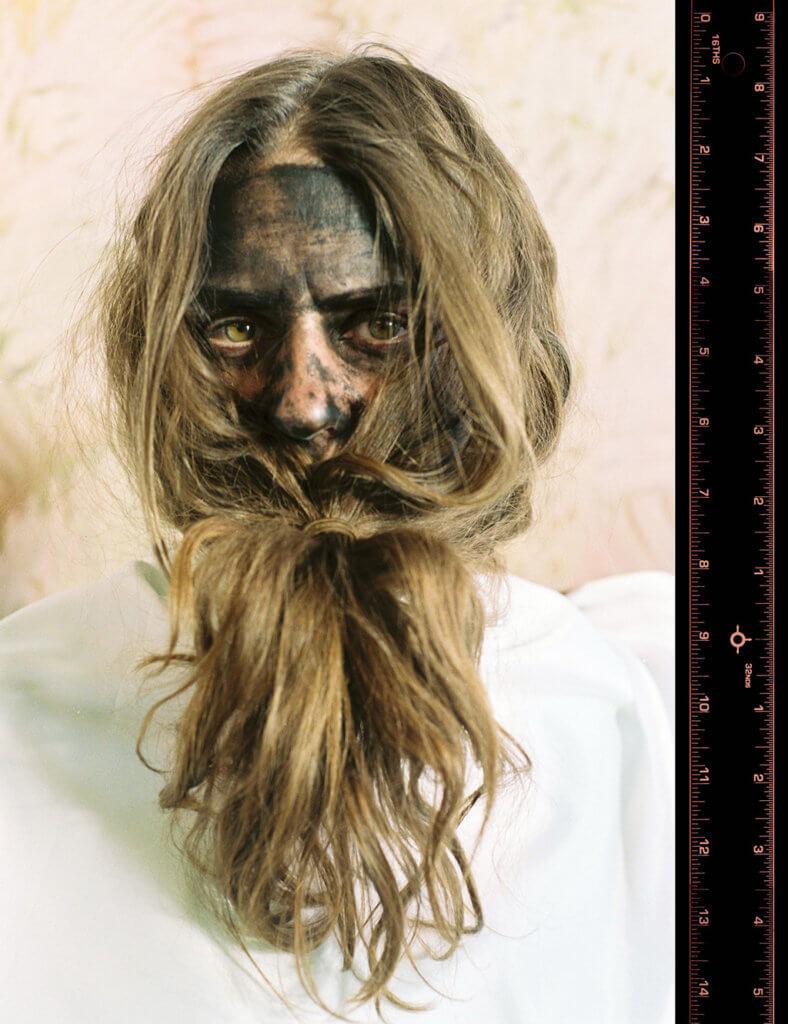 """DAS INSTITUT (Kerstin Brätsch & Adele Röder): Apes and Shapes, 2008-2013 """"I'll See You Again in 25 Years""""- Serie, 35mm-Diaprojektion 80 Dias, geloopt, Courtesy und © die Künstlerinnen."""