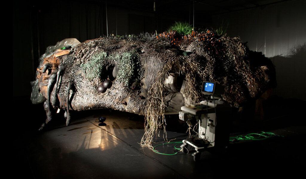 """Judith Egger, """"Hundun"""", Installation und Performance, 10 x 5 x 4 m, 2016, Biennale für Musiktheater,  München"""