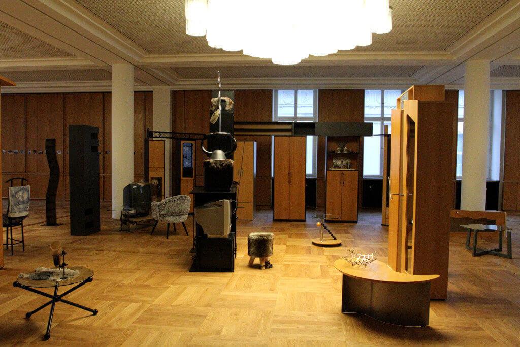 """Henrike Naumanns Installation """"Das Reich"""" spielt auf die Reichsbürgerideologie an"""