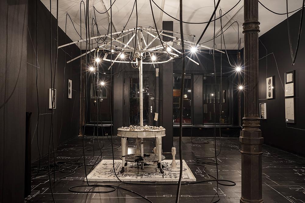 Simon Hehemann: Installation: Sämtliche Schaltpläne vom Rest der Welt