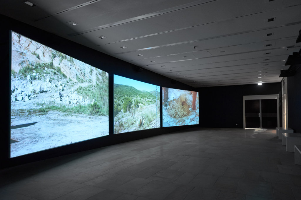"Julius von Bismarck und Julian Charrière, ""I Must Ask You To Leave"", 2018, 3-Kanal-Videoinstallation, 30 Min., © VG Bild-Kunst, Bonn 2018, Leihgabe alexander levy Galerie, Sies + Höke, Collection of Lars Dittrich and André Schlechtriem"