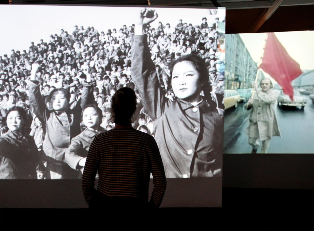 """""""68. Pop und Protest"""" im Museum für Kunst und Gewerbe: Ausstellungsansicht, Foto: Michaela Hille"""