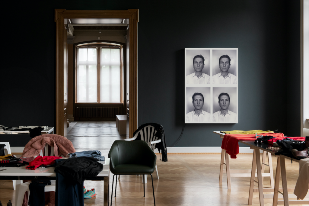 Alex Hanimann, turning inside out, 2019, Foto: Sebastian Stadler, Kunstmuseum St. Gallen, Same but different