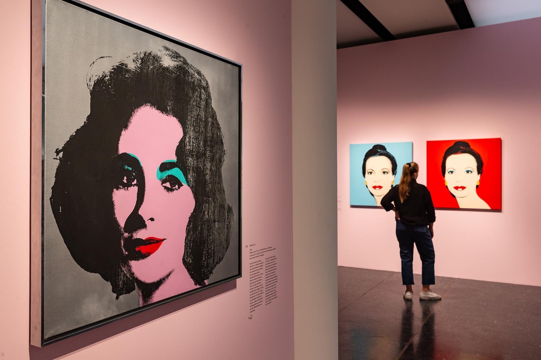 Ausstellungsansicht Amerika! Disney, Rockwell, Pollock, Warhol Foto: Ulrich Perrey