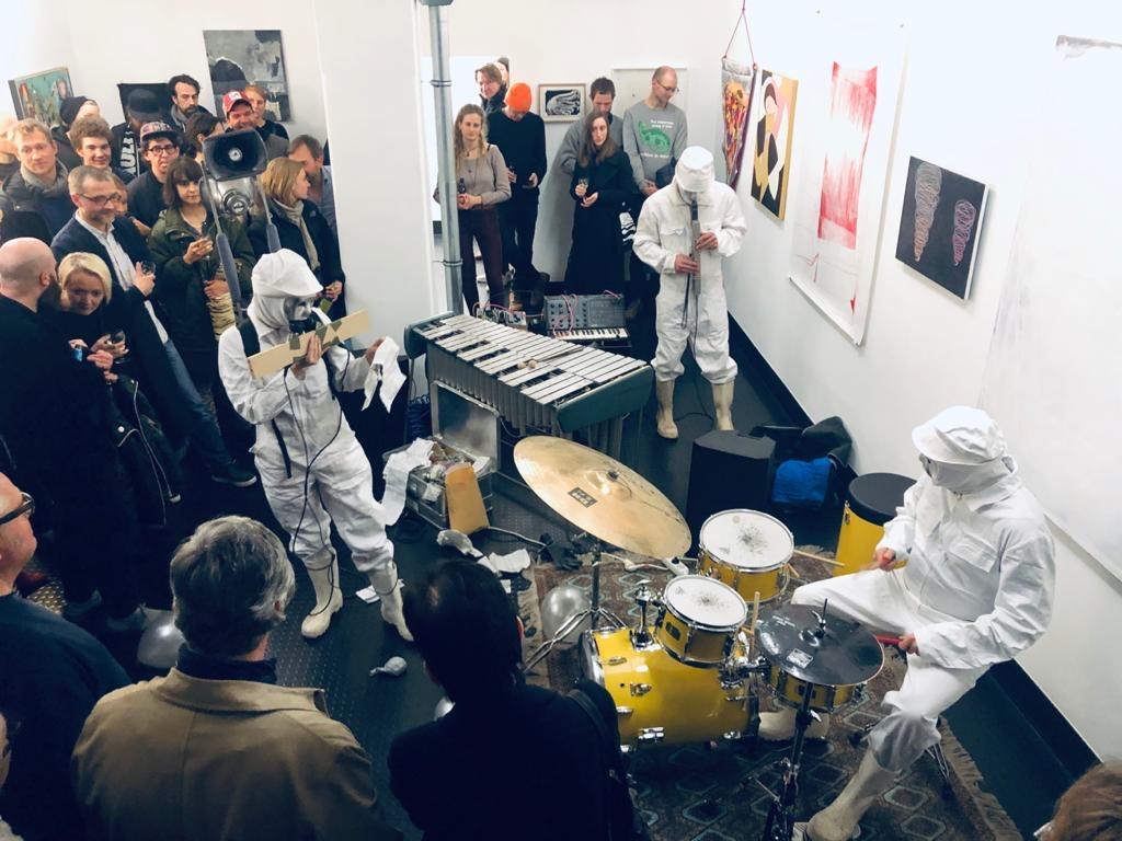 """Performance """"Die Apotheke"""", """"Void & Sound"""", Galerie Kai Erdmann"""