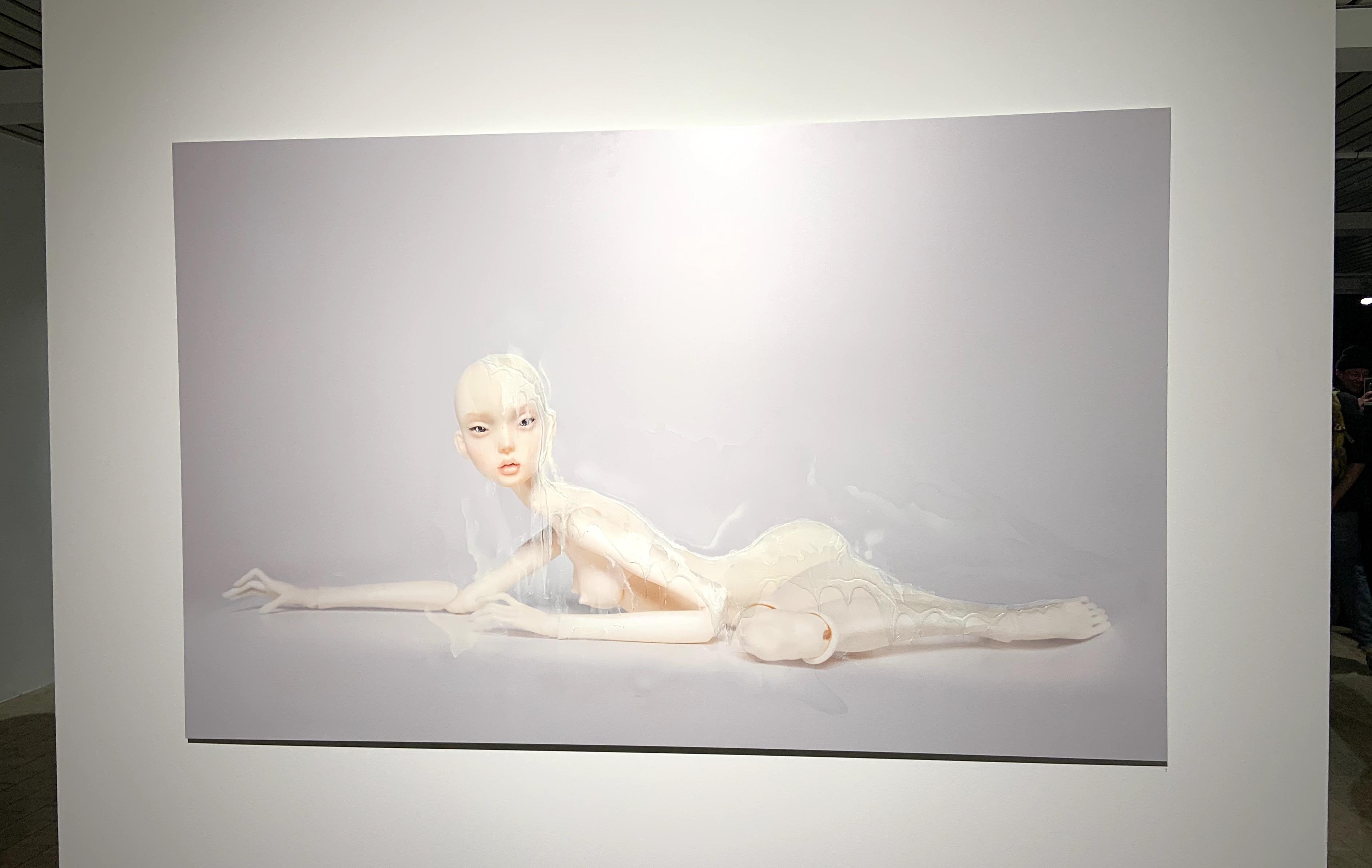 Corinna Holthusen: Puppe Liegend, 2020, Affenfaust Galerie, Foto: Martina John