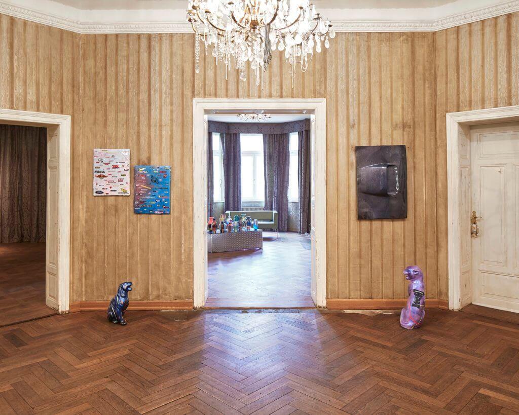 """Installationsansicht der Ausstellung """"Rene Wagner Sports"""" von Künstler Rene Wagner bei Bühlers."""