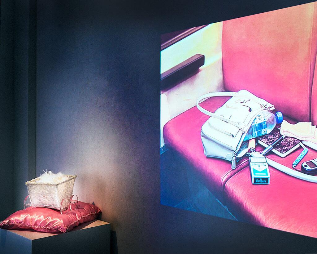 """Installation """"Trace—presence of absence/absence of presence"""" von Mihoko Ogaki und Masaharu Sato in der Galerie Ken Nakahashi in Tokio."""