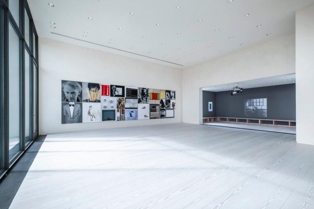 """Installationsansicht aus der Ausstellung """"A Gift of My Parents"""" von Rosemarie Trockel. © Nick and Vera Munro Foundation, VG Bild Kunst, Bonn 2020, Sprüth Magers."""