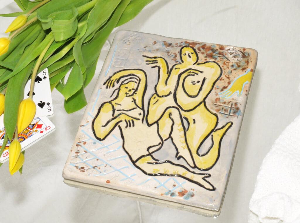 """Das Keramik-Kunstwerk """"Blind spot in a corridor"""" von Monika Grabuschnigg. Es kann über den Online-Shop von Kuba Paris erworben werden."""