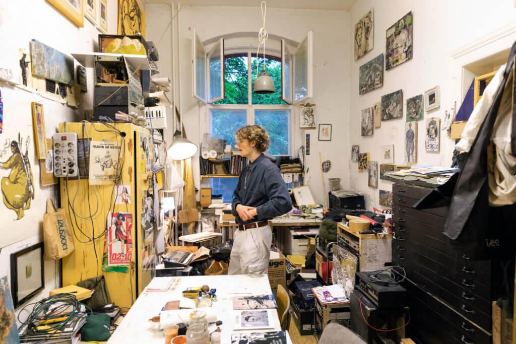 Einblick in das Atelier des Künstler Marc Groeszer.