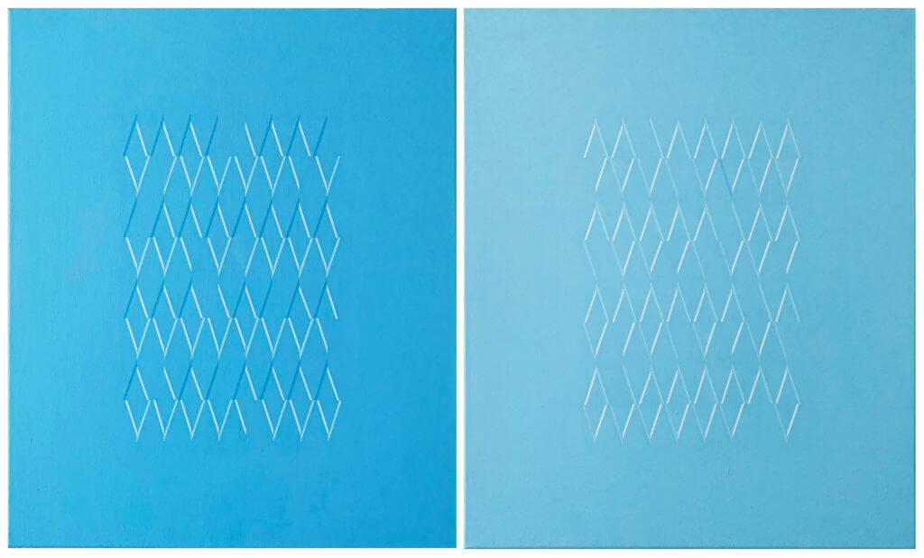 Zwei nebeneinander angeordnete blaue Leinwände